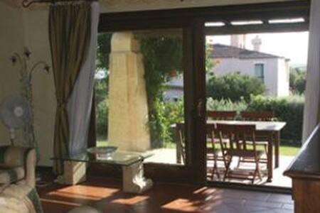 Villetta con piscina privata - Stintino