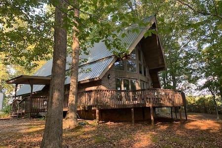 Brown's Bluff 3 bedroom Cabin in the Woods