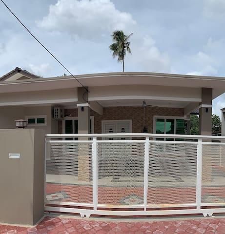 Homestay A, Kota Bharu [3 rooms, 3 toilets]