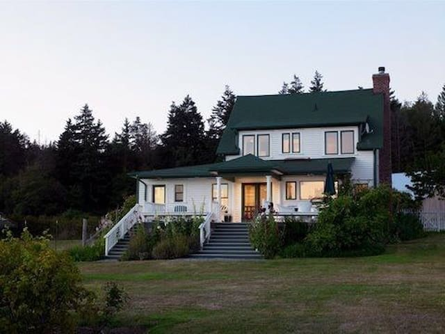 Historic Waterfront Farm House on Westcott Bay