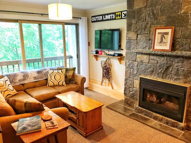 On Mountain Two Bedroom Condo. Ski in/Shuttle out!