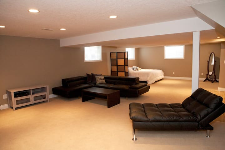 The Corner Spot - Basement Suite