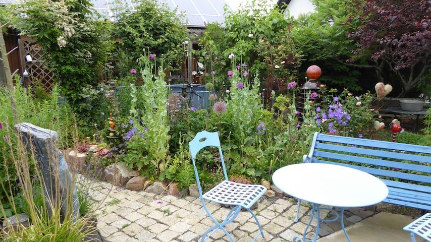 liebevolle Ferienwohnung umrahmt von Weinbergen - Sommerloch - Apartment