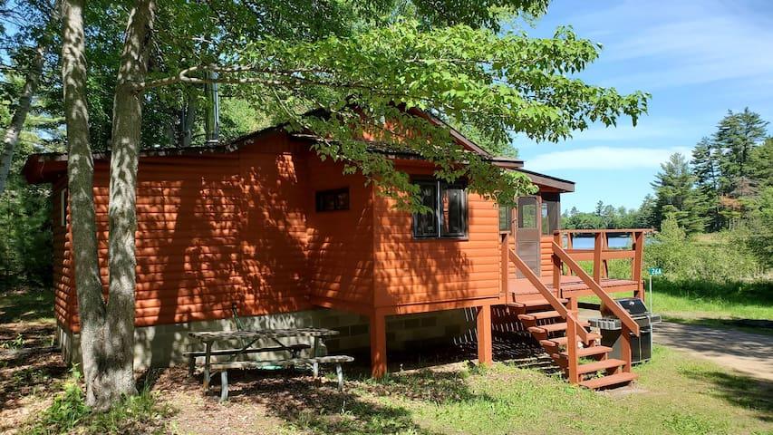 Cozy Cottage on the Madawaska River