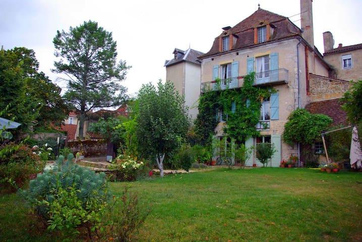 Maison quercynoise avec piscine privée