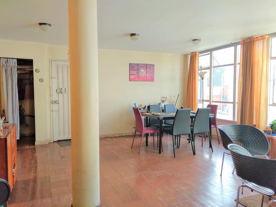 El área de sala comedor amplio y con excelente iluminación!