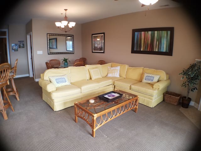 Mariners Landing: 3 Bedroom Lake Front Condo #142