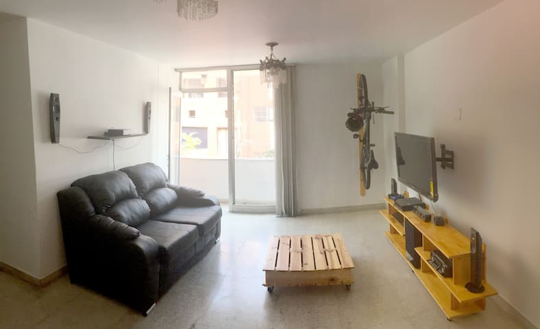 Room with private bathroom in El Poblado! - Medellín - Appartement