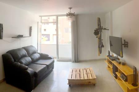 Room with private bathroom in El Poblado! - 麦德林(Medellín) - 公寓