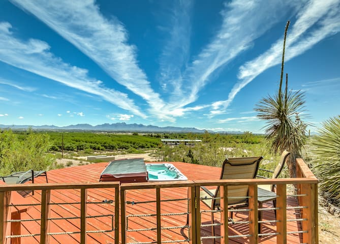 Exclusive Property! Views, Spa, Wifi, Pool Table!!