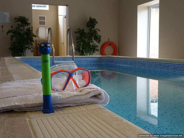 A Family Friendly holiday Cottage, pool, sleeps 10