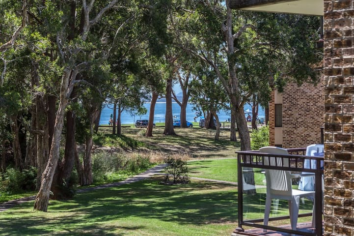 45 'Bay Parklands', 2 Gowrie Ave - pool, tennis court, spa & across the road to the beach