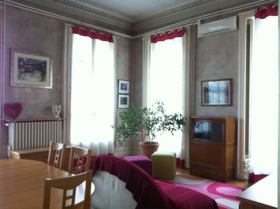 la chambre salon coté fenêtre quai
