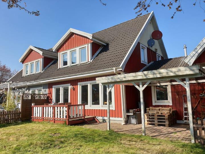 Schönes Holzhaus in ruhiger Lage!