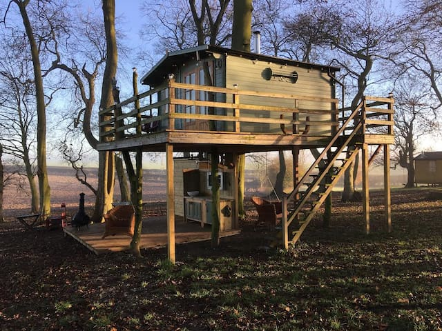 The Dale Farm Treehouse
