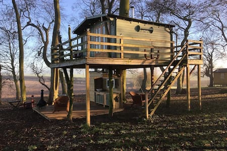 The Dale Farm Treehouse