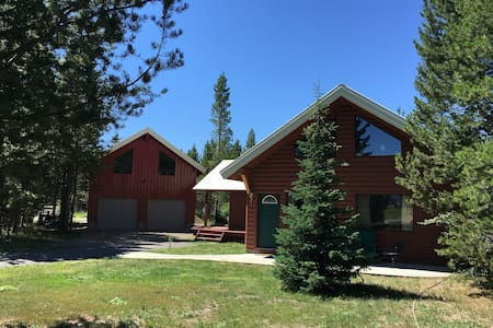 Spacious Yellowstone Area Loft - Island Park - Guesthouse