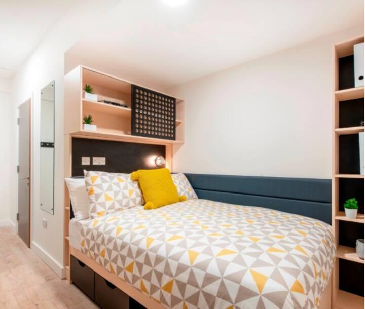 Student Only Property: Cozy Premium En-suite - LOS 12 months 10% off