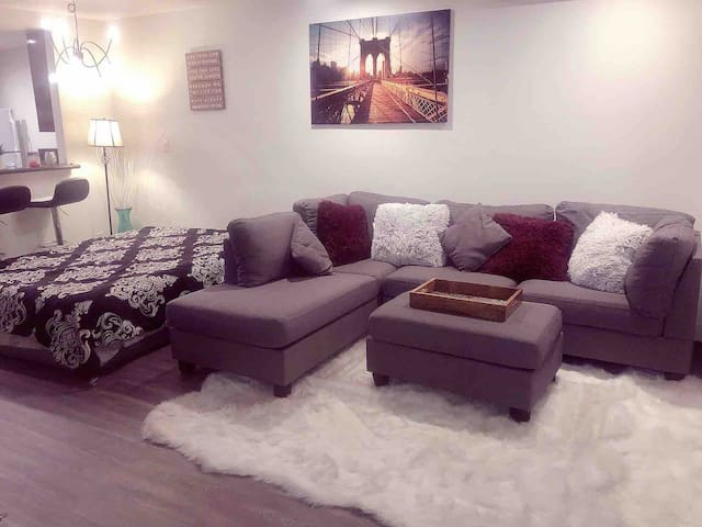 Beautiful Apartment in Hollywood-(Sunset BLVD)