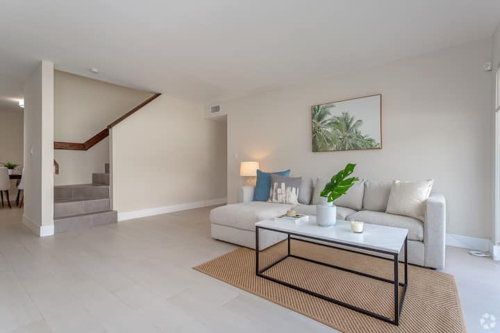 Coral Gables |  2 Story Penthouse  3BR + 2BTH
