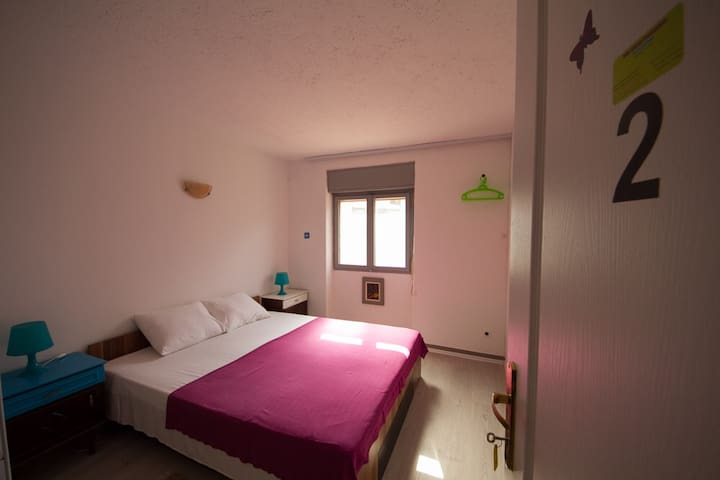 Private room with bathroom 13m2, Fan, no Air cond.