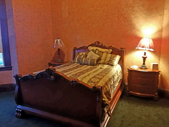 Beautiful Renovated 1800's Hotel! - Merced - Apartemen