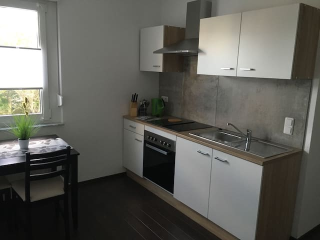 Voll möbliertes neues Apartment in zentraler Lage - Hürth - Apartment