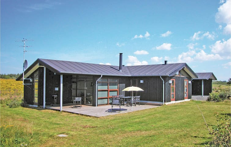 Holiday cottage with 3 bedrooms on 104 m² in Løkken