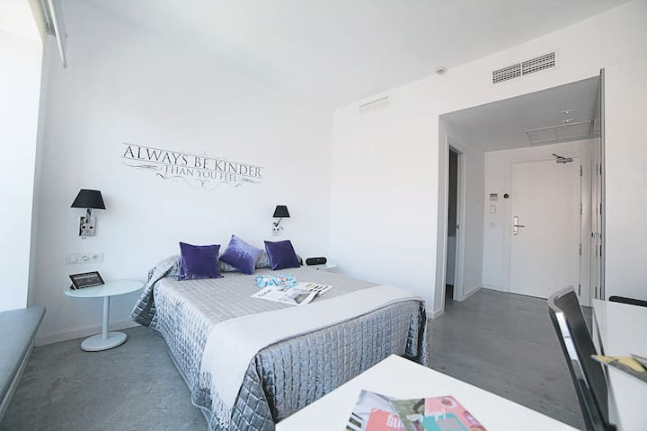 Double room in Chueca, with private bathroom F 14