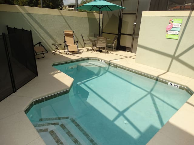 NEW 2018 Paradise Palms 5 BR, 4 Bath Sleeps 12!