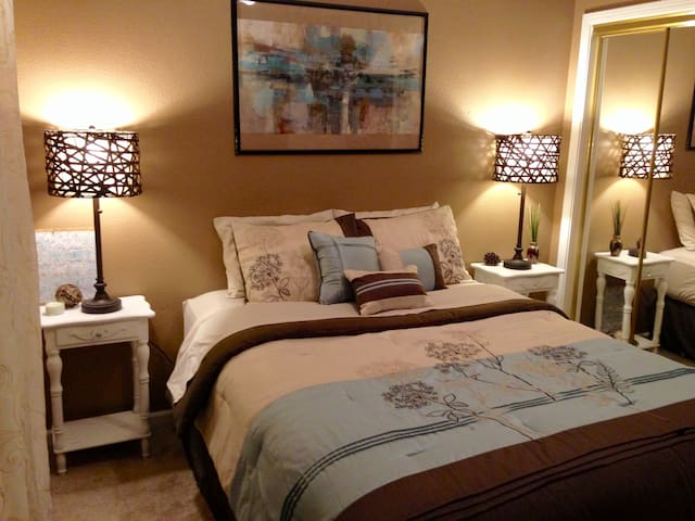 Lovely Bedroom in Safe Neighborhood+Home Gym - Gilroy - Casa