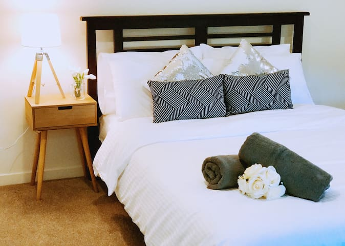 Beautiful, New, Comfy & Cosy 3 Bedrooms Guesthouse