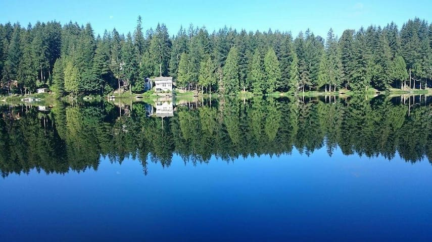 Quiet Lakeside Retreat near Redmond - Redmond - Rumah