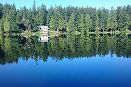 Quiet Lakeside Retreat near Redmond - Redmond - House