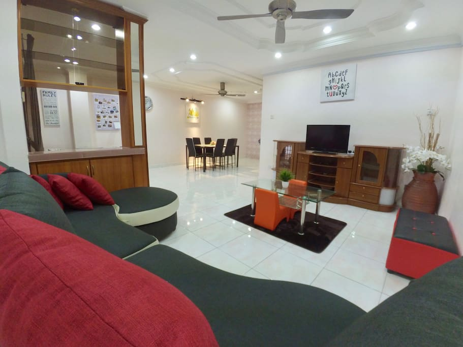 Air-conditioned living hall comes with basic Astro channels, unlimited wifi access, board games etc...