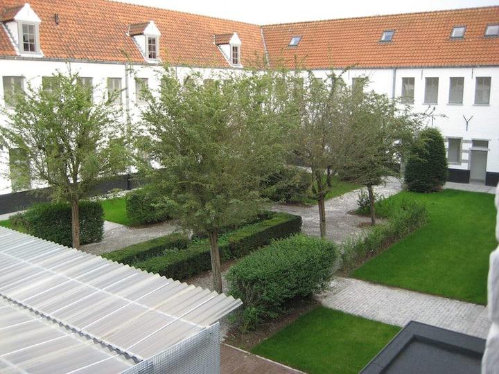 Modern studio historic center Bruges student only