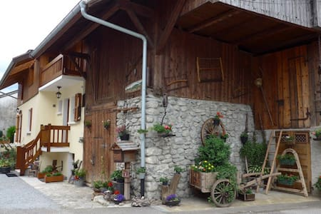 Entre Lac et Montagnes - Saint-Ferréol - Rumah