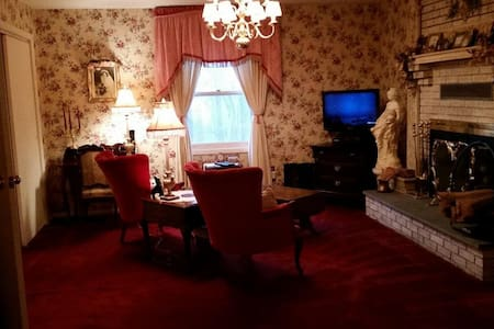 Victorian Bedroom Suite  between Baltimore & DC