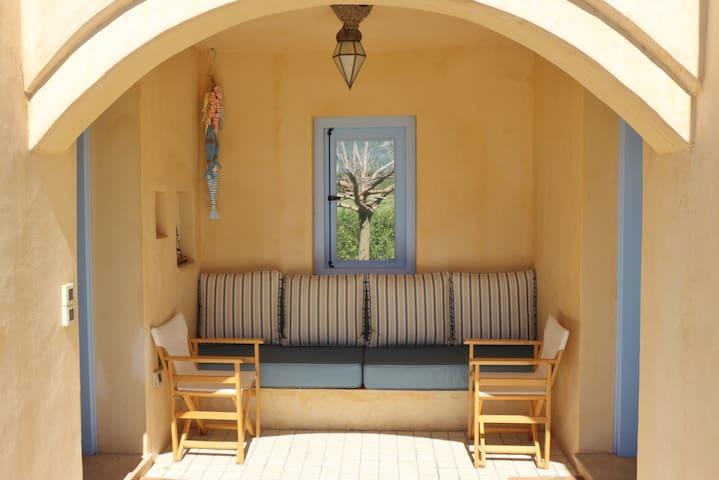 Sunny, spacious bedroom in Kalamos - Kythira - Casa