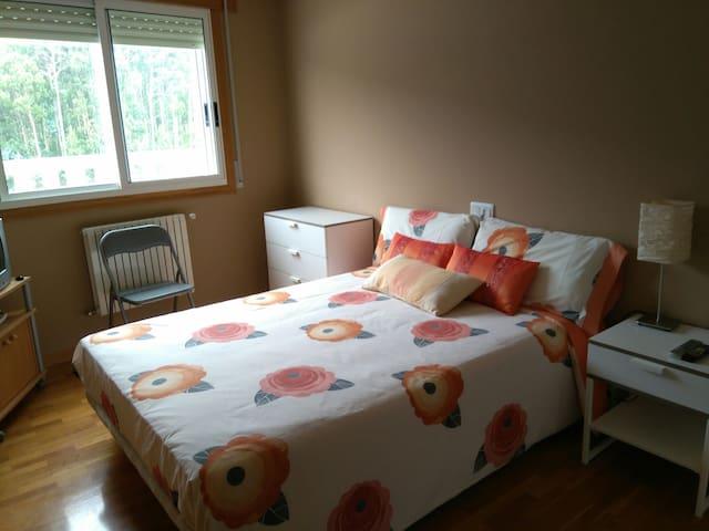 Alquilo habitación exterior y baño - Burela - Apartemen