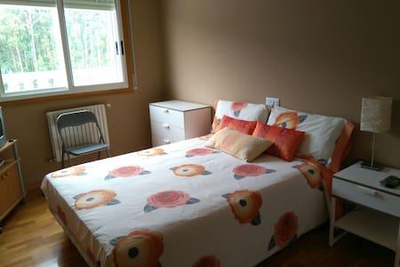 Alquilo habitación exterior y baño - Burela - Wohnung