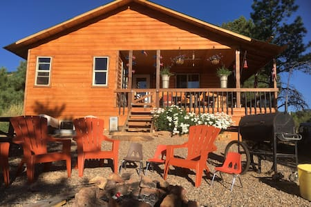 Cozy Africabin, 3 BR Secluded, Quiet, Private - Monticello