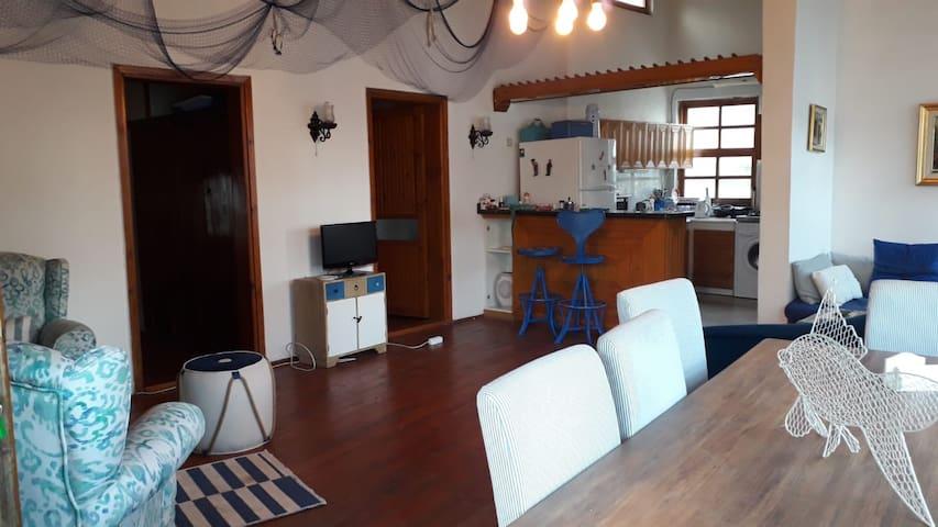 Taş ev .. 2 oda bir salon 85 metrekare üst kat