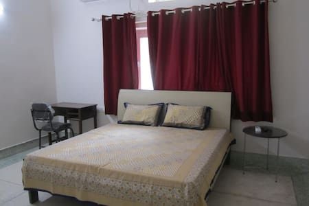 Homely stay in city center (1 large room set) - Dehradun