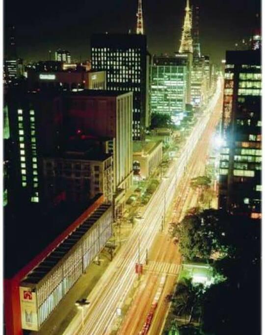 vista  frente , do alto  da avenida Paulista