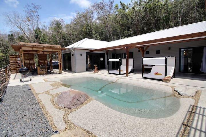 Villa de standing piscine vue mer en Basse Terre