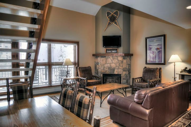 Condo with ski-in/ski-out complex & mountain views, shared pool/hot tub