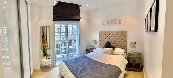Boutique apt with balconies in the heart of Leeds
