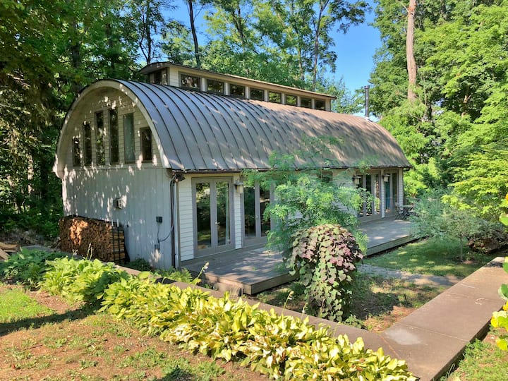 Extra Large Rhinebeck Village Guest House