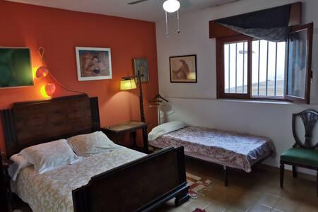 Menorca bedroom w/private wc
